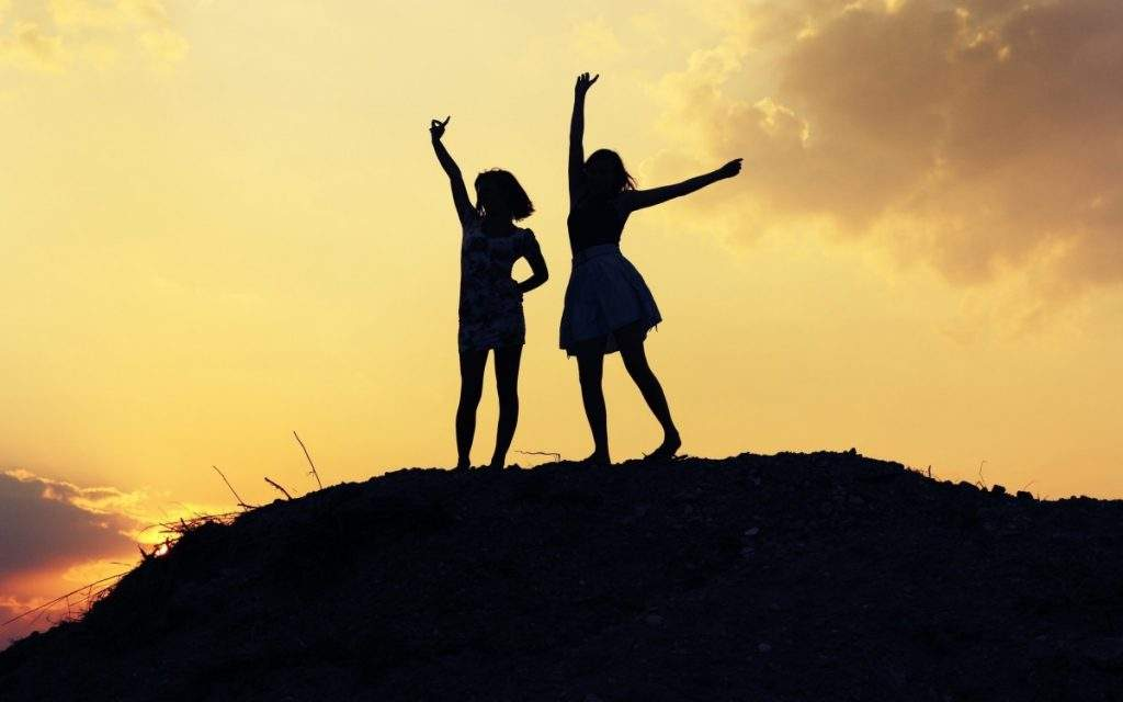 ser-ponte-estatua-amizade-conexao-muito-diva-comportamento (1)