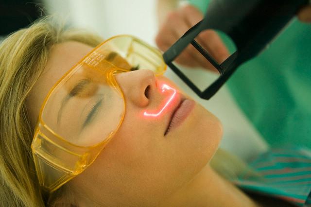 21 Jun 2007 --- Woman receiving facial skin treatment --- Image by © Creasource/Corbis